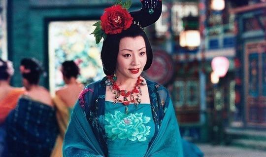 宋丹丹年轻时候也是美过的,说成是天使面孔魔鬼身材都不过分