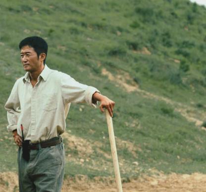 世纪平台注册:吴京拍摄骑马戏意外摔下马,头朝地场面惊险!