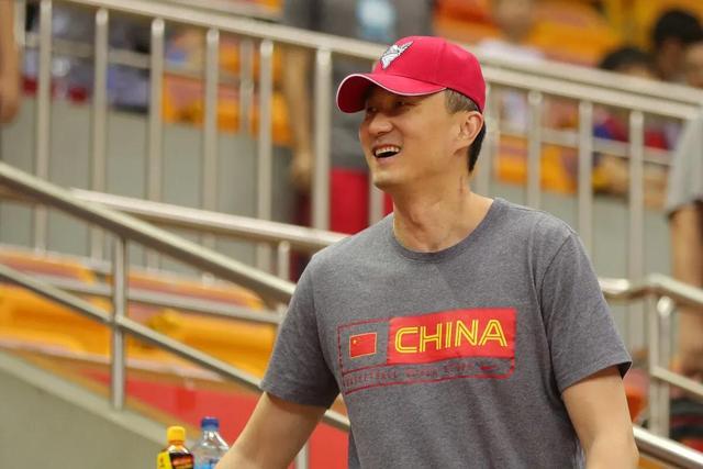 中国男篮吹响集结号!12人大名单浮出水面,双麟组合恐惋惜落选