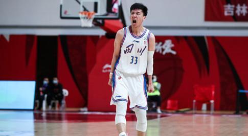韩硕全场9投7中得到22分5篮板
