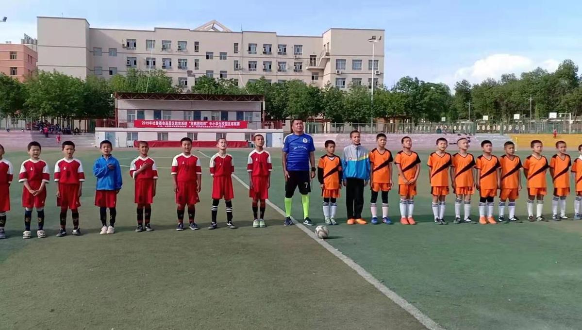 奔跑在绿茵场上,成长在人生路上 ——新疆学校足球特色学校足球教育打开情况