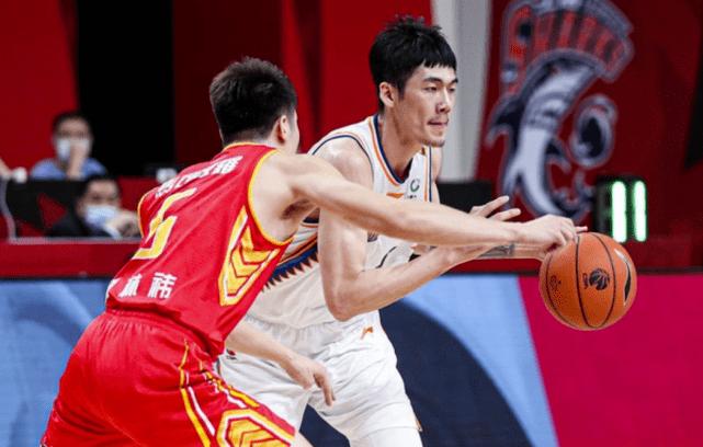摩登5平台CBA场比赛继续进行,深圳男篮对阵上海男篮的比赛正式打响