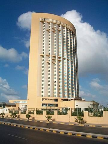 利比亚总统委员会位于的黎波里的一个总部遭袭(图1)