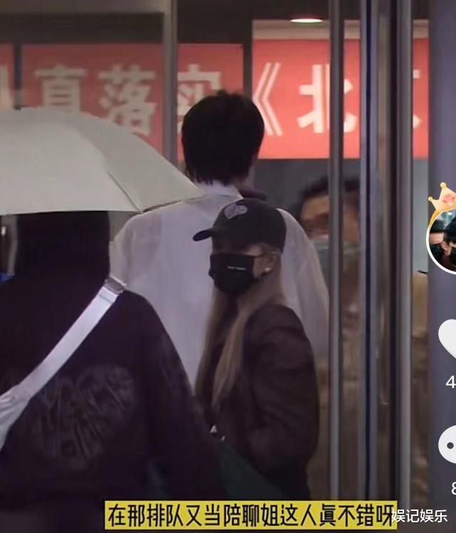 世纪平台注册:周扬青新恋情?跟罗昊分手后,同一年轻男子手牵手去医院(图7)