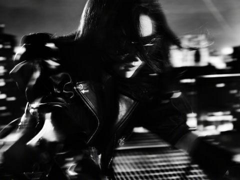 世纪平台官方:刘亦菲皮衣机车黑白大片曝光 眼神犀利酷飒十足似暗夜骑士(图2)
